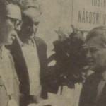 Z leva Starosta Zdeněk Bezděkovský, herec Josef Bejvl a Karel Höger
